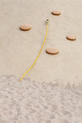 Moderner Spielplatz - p781m881285 von Angela Franke