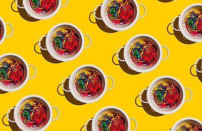 Pattern of colanders with colorful pasta - p300m2198392 by Gemma Ferrando