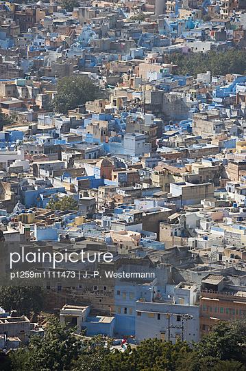 Die Stadt Jodhpur mit blauen Häusern - p1259m1111473 von J.-P. Westermann