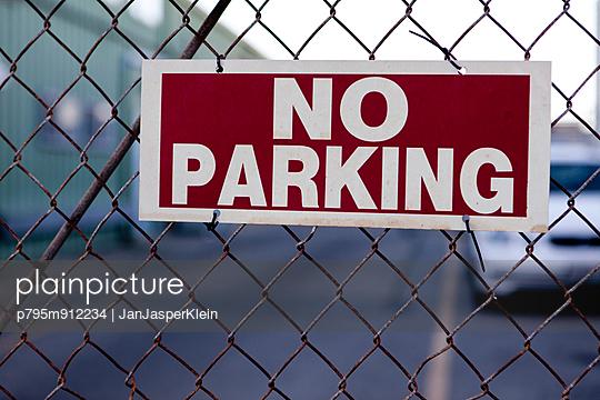 No Parking - p795m912234 by JanJasperKlein