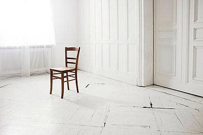 Weißer Raum - p438m917227 von Laura Petermann