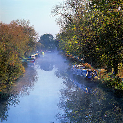 Kennet and Avon canal in mist, Great Bedwyn, Wiltshire, England, United Kingdom, Europe - p871m732036 by Stuart Black