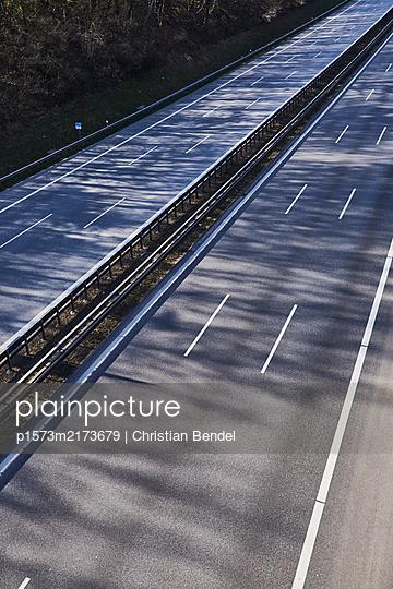 Leere Autobahn - p1573m2173679 von Christian Bendel
