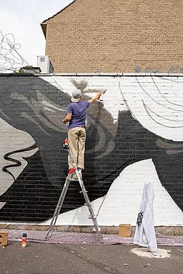Graffiti - p1017m2126312 by Roberto Manzotti