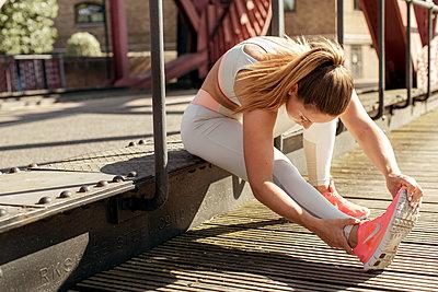 Sportive woman - p1520m2082029 by Michael Leckie