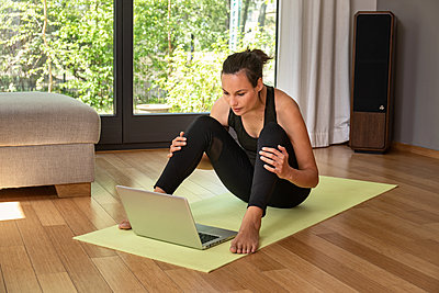 Online Yoga - p294m2184077 by Paolo