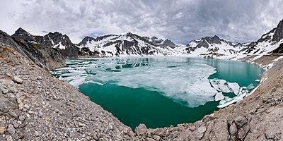 Ice floes at Luener Lake, Austria - p300m2132488 by Stefan Schurr