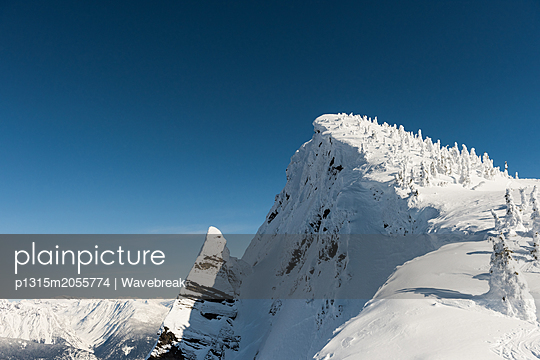 Snow capped mountains during winter - p1315m2055774 by Wavebreak