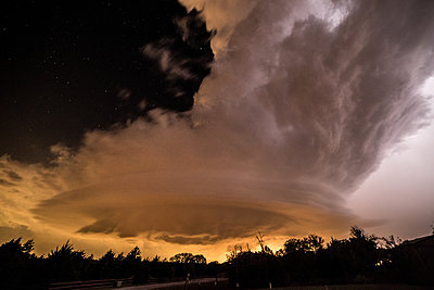 Scenic tornado approaching the town of McLean, Texas.USA - p429m1494495 by Jessica Moore
