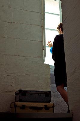 Woman waiting - p4320791 by mia takahara