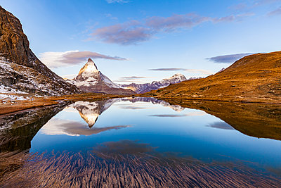 Switzerland, Valais, Zermatt, Matterhorn, Lake Riffelsee in the morning - p300m1550278 by Werner Dieterich