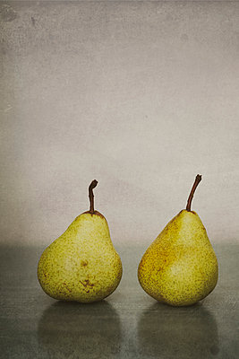 Pear - p946m956203 by Maren Becker