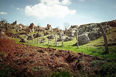 Felsen in Nîmes le vieux - p1007m1020674 von Tilby Vattard