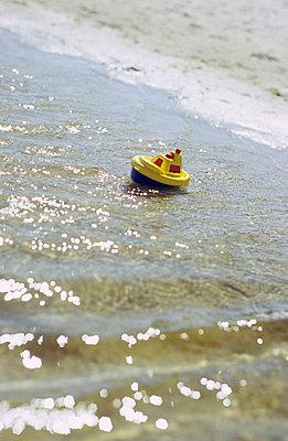 Kleines Schiffchen - p3050094 von Dirk Morla