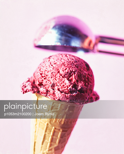 Blackberry ice cream cone in waffle with ice cream scoop - p1053m2100200 by Joern Rynio