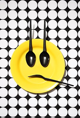 Emoji-Teller, betrübt - p237m1136891 von Thordis Rüggeberg