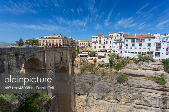 View of Ronda and Puente Nuevo, Ronda, Andalusia, Spain, Europe - p871m1480381 by Frank Fell