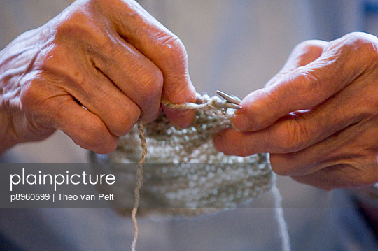 Knitting hands of a senior woman - p8960599 by Theo van Pelt
