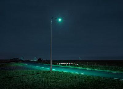 Straßenlaterne Landstraße - p1370m1445202 von Uwe Reicherter