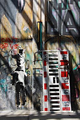 Graffiti Berlin - p277m883382 von Dieter Reichelt