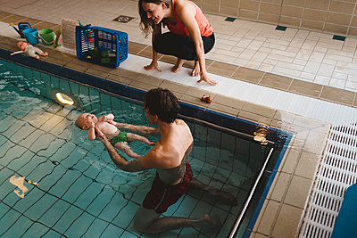 Father with baby in swimming-pool - p312m2120022 by Johner