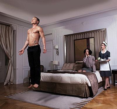 Room service - p1081m899987 by Cédric Roulliat