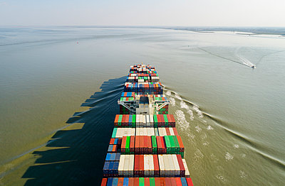Container ship, drone photography - p1132m2176551 by Mischa Keijser