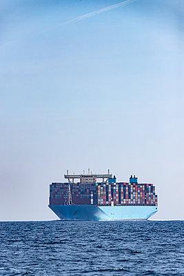 Container ship, Strait of Gibraltar, Tarifa, Spain - p300m2140185 von Sebastian Kanzler