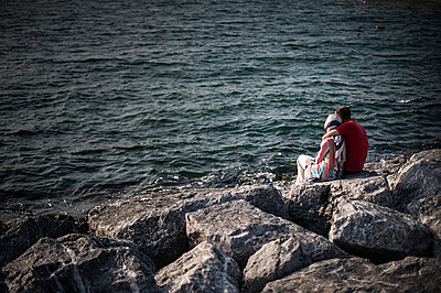 Couple - p1007m959899 by Tilby Vattard