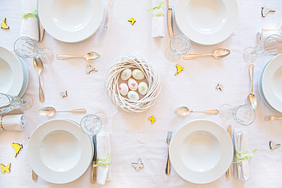 Laid Easter table - p300m1068848f by Larissa Veronesi