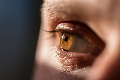 Close-up of womans eye - p312m1471936 by Fredrik Schlyter