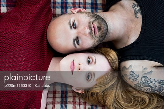 Verliebtes Paar - p220m1183310 von Kai Jabs