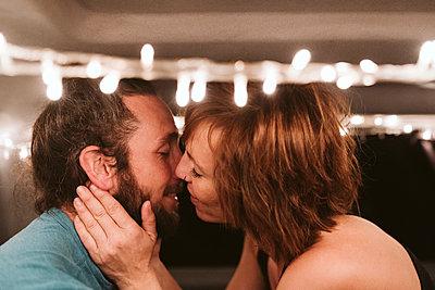 Romantic couple kissing in illuminated van at night - p300m2281656 by Eva Blanco