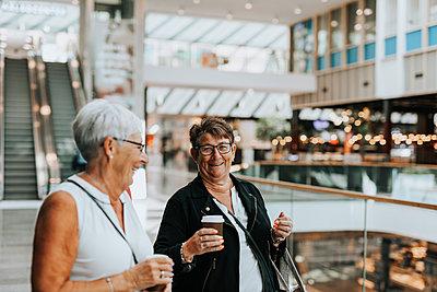 Senior women in shopping mall - p312m2292452 by Plattform