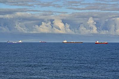 Tanker - p587m1087187 by Spitta + Hellwig