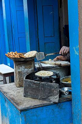 Straßenküche in Kathmandu - p949m948581 von Frauke Schumann