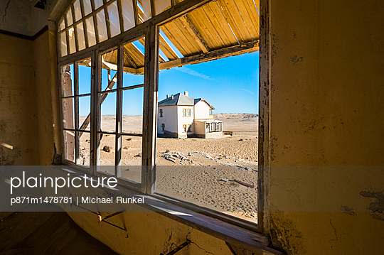 Window of an old colonial house, old diamond ghost town, Kolmanskop (Coleman\'s Hill), near Luderitz, Namibia, Africa