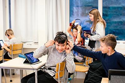 Children sitting in classroom - p312m2174465 by Scandinav