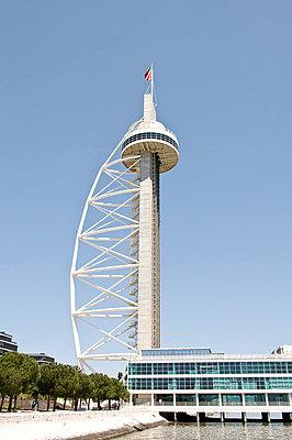 Der Vasco-da-Gama-Turm auf dem EXPO-Gelaende in Lissabon - p4162458 von Matthias Groppe