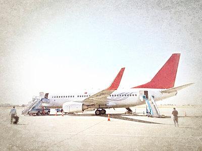 Flugzeug - p586m763023 von Kniel Synnatzschke