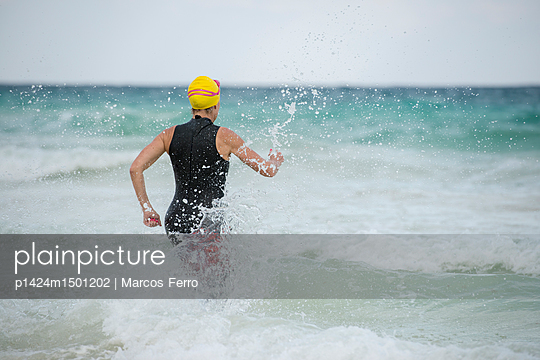 A swimmer running to the ocean in Tulum, Mexico. - p1424m1501202 by Marcos Ferro photography