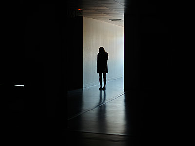 Woman in a dark hallway - p1413m2278746 by Pupa Neumann