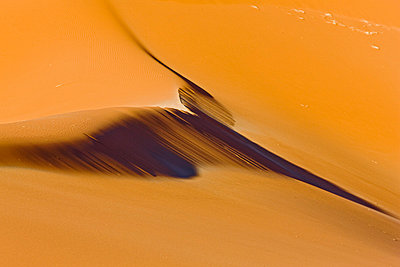 Africa, Namibia, Sossuvlei, Desert, light and shadow - p300m878392 by Fotofeeling