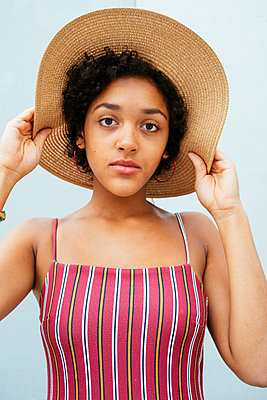 Female teenager with summer hat - p728m2038840 by Peter Nitsch