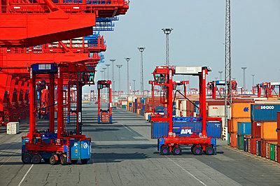 Containerterminal Bremerhaven - p1099m882904 von Sabine Vielmo
