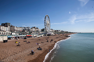 Brighton - p253m855153 by Oscar