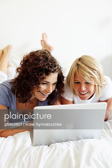 Online Shopping - p5862807 von Kniel Synnatzschke