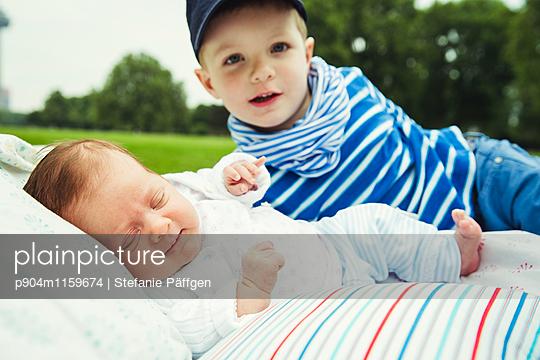 Geschwister - p904m1159674 von Stefanie Neumann
