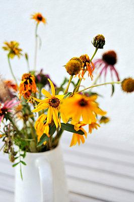 Blumenstrauß - p715m755924 von Marina Biederbick
