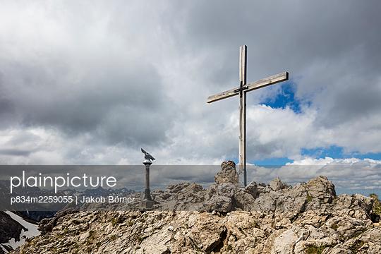 Germany, Bavaria, Summit cross and telescope - p834m2259055 by Jakob Börner
